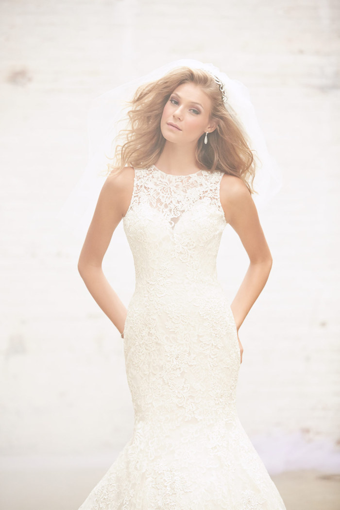 lace applique wedding dress with keyhole back