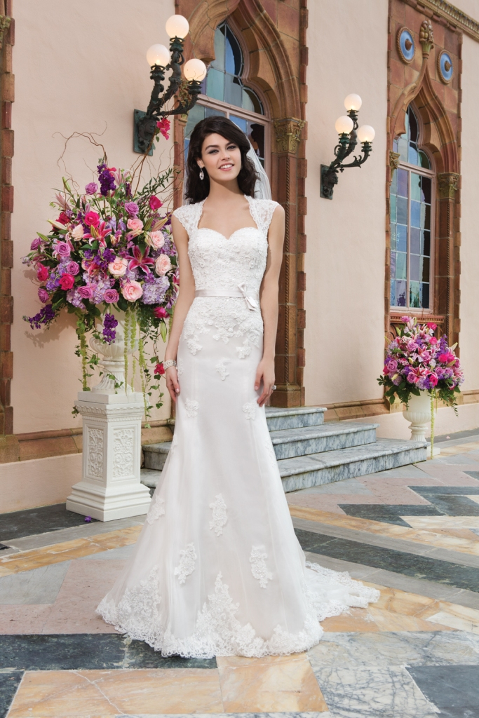 lace wedding dress with keyhole back