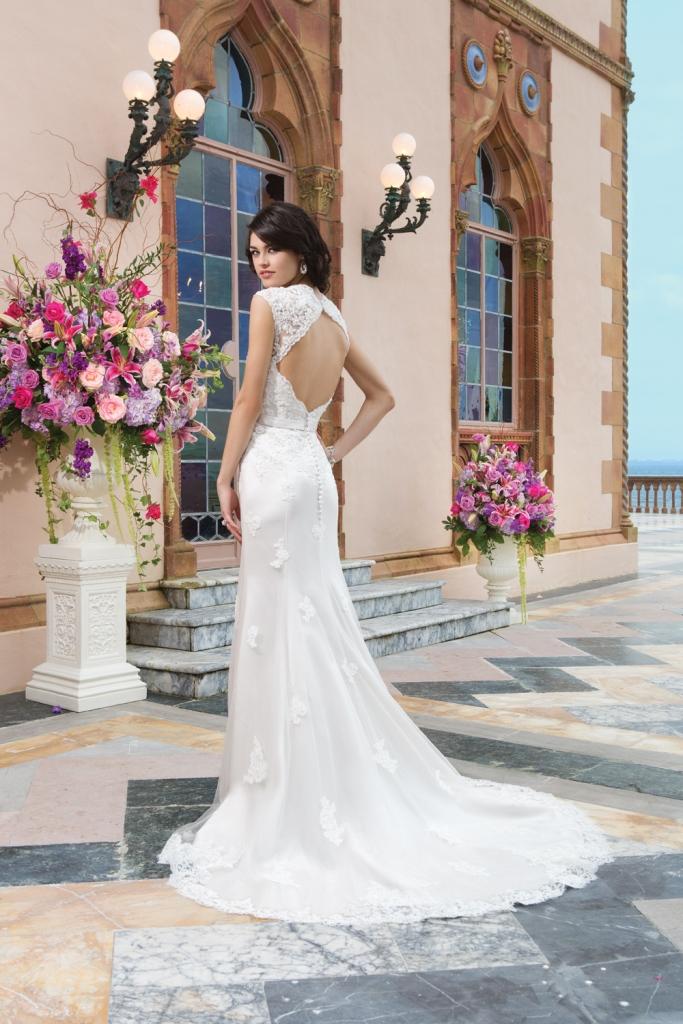 Style 3821 keyhole back wedding gown