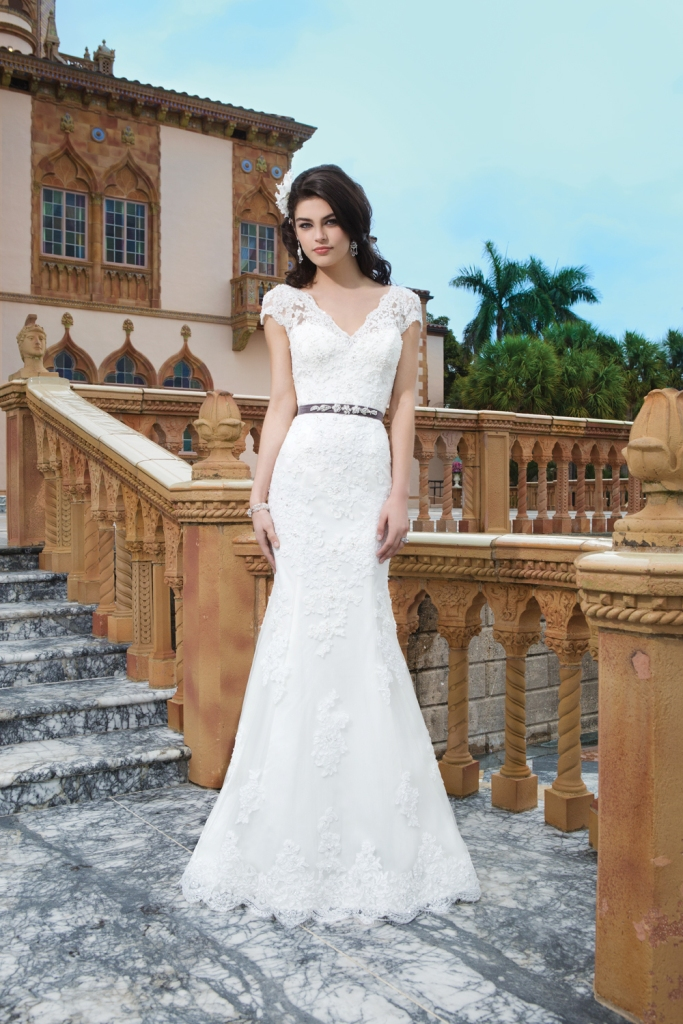 How to pick the right wedding dress for your body type for Wedding dress pick up style