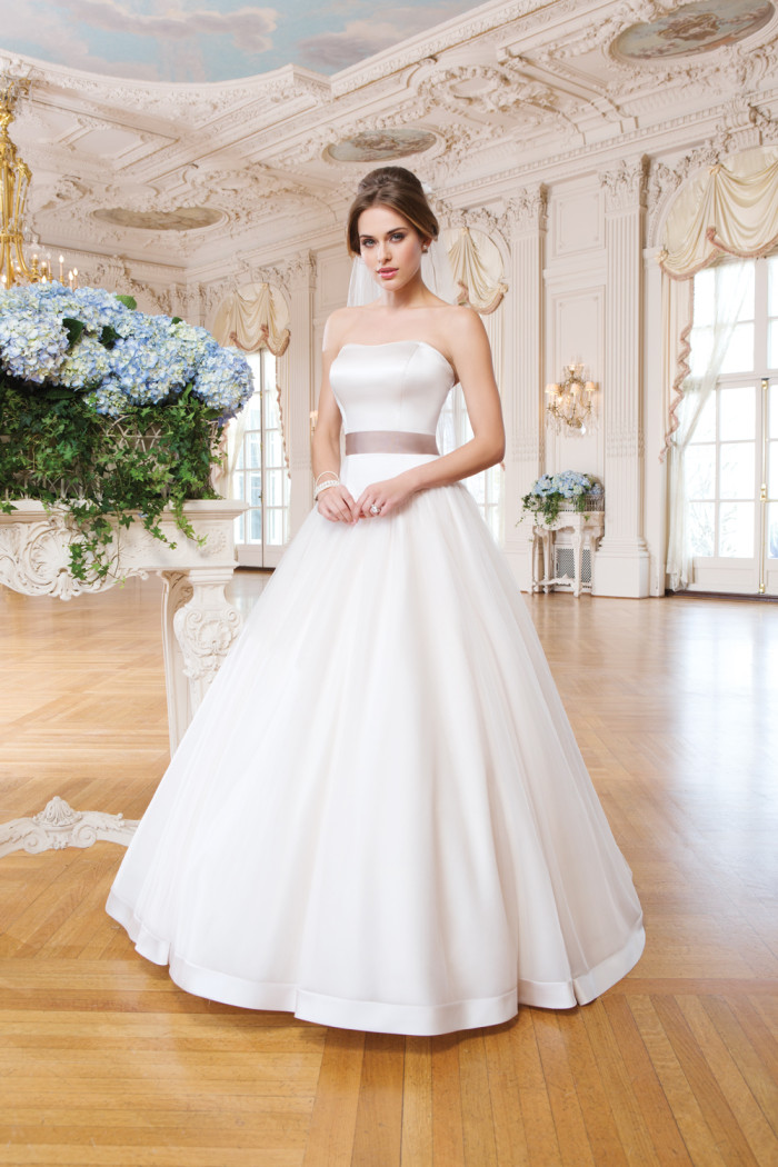 Ball Gown Wedding Dress Strapless