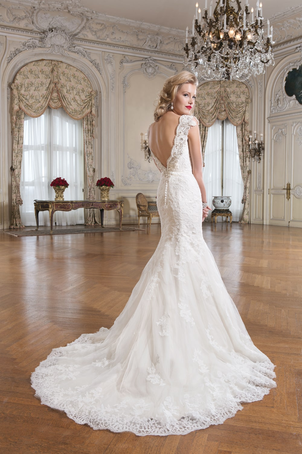Sophisticated lace wedding dress for Lace wedding dress instagram