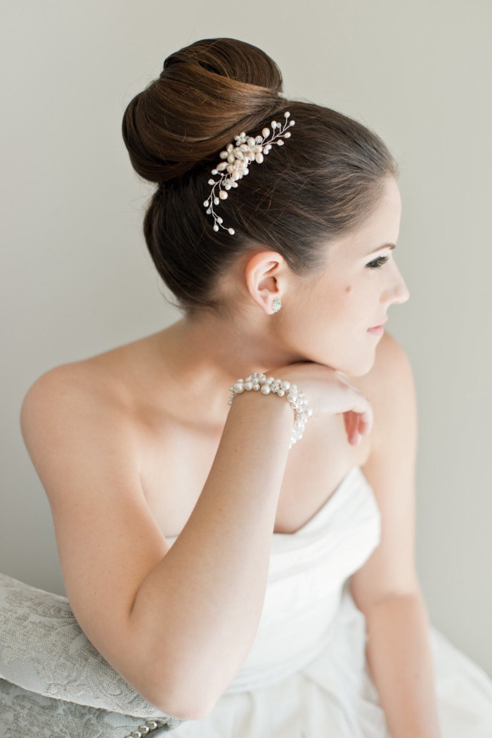 Bridal Hair Comb with Freshwater Pearls by Sarah Walsh Bridal | Photography by  Laura Kelly Photography