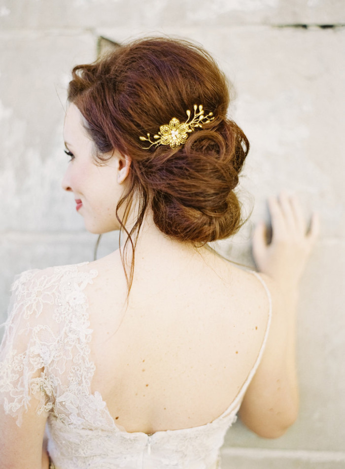 'Molly' Golden Bridal Hair Comb by Hushed Commotion.  Photography by Jen Huang