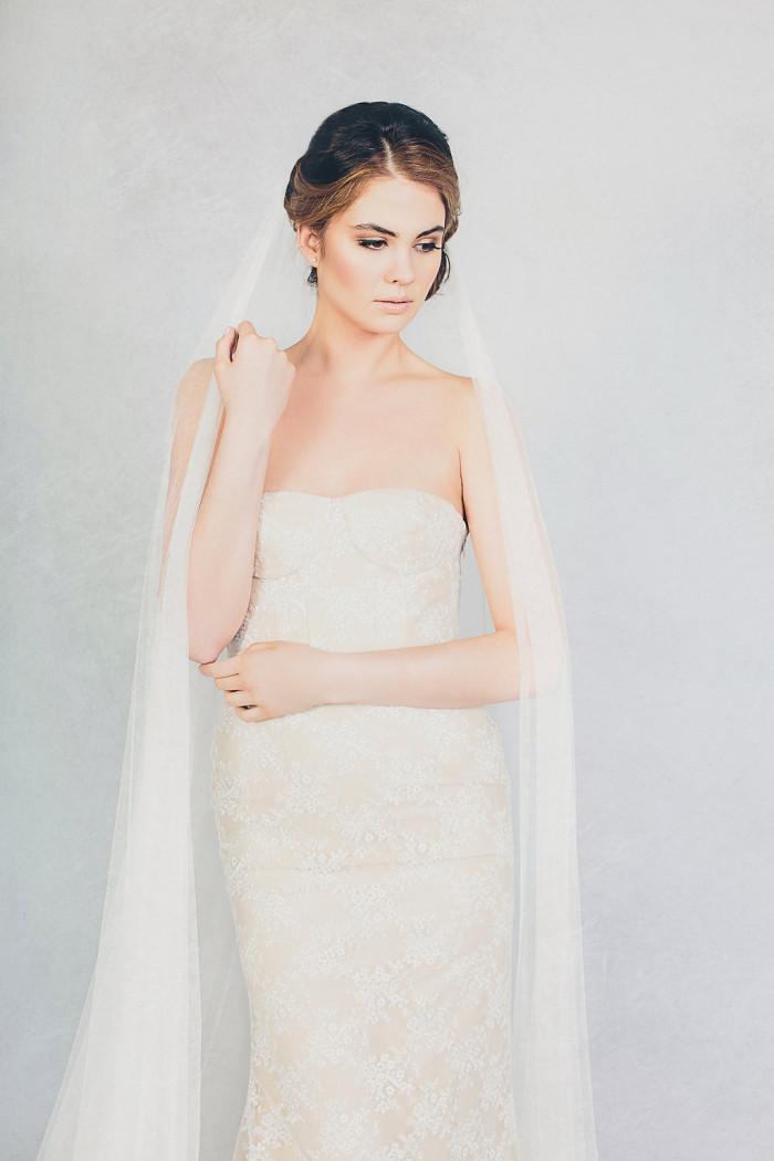 Elizabeth Stuart Bella Gown and Soft Tulle Veil