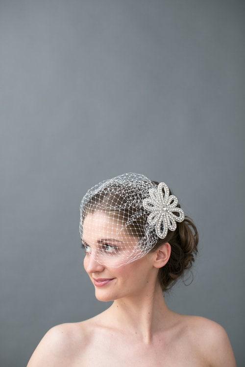 Birdcage wedding veil by Jaclyn Jordan New York. Image by Petronella Photography