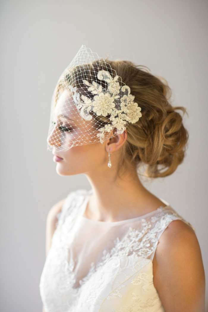 Lace birdcage veil by PowderBlueBijoux on Etsy | Photography by Maru Photography