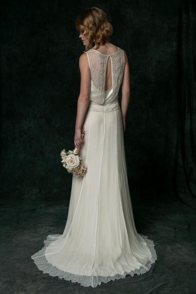 Silk charmeuse beaded wedding dress | Saja Wedding | Photography by Dayane Ohira