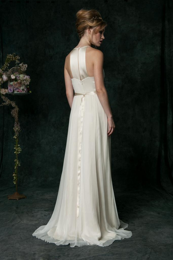 Silk halter wedding gown | Saja Wedding 2016 Wedding Dresses | Photography by Dayane Ohira