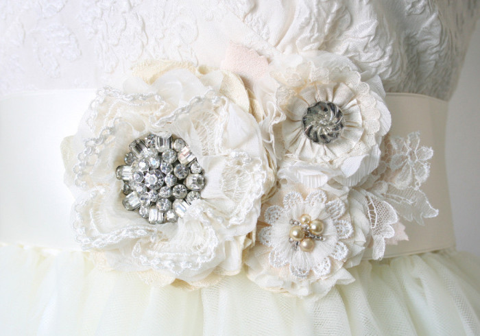 Floral bridal sash | By Rosy Posy Designs on Etsy