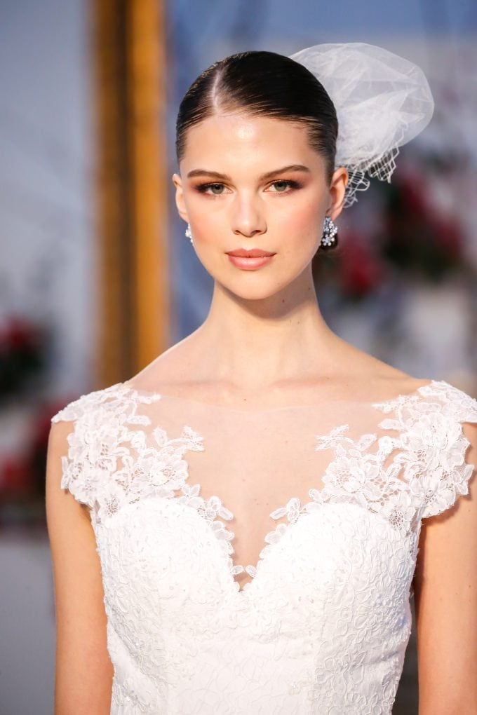 Classic wedding dress neckline detail | Anne Barge Spring 2017