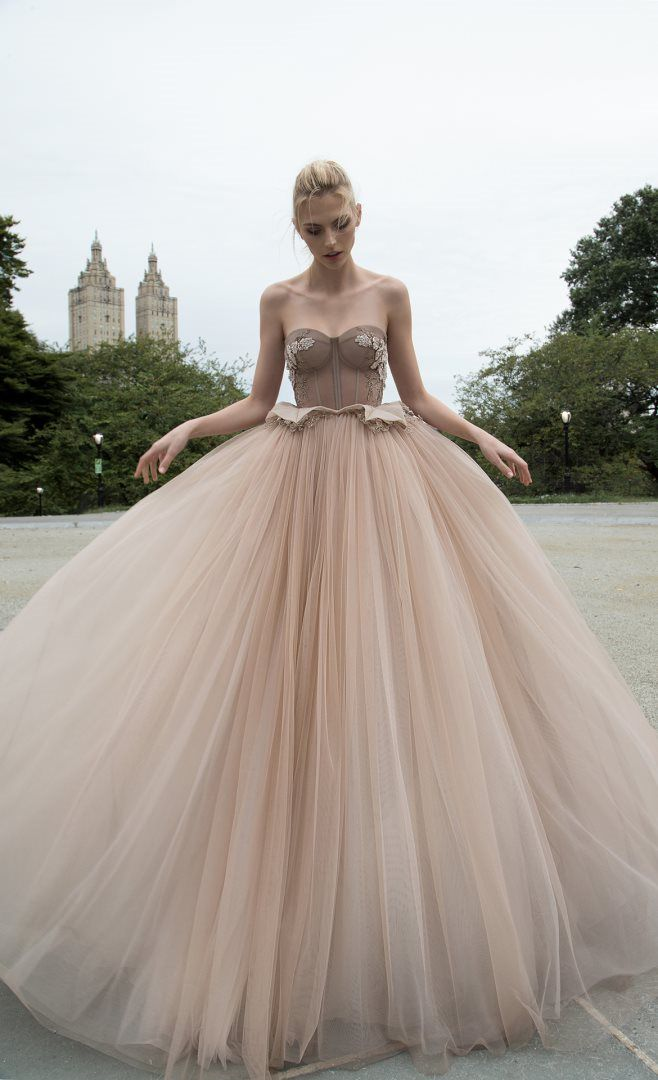 Neutral wedding dress |Inbal Dror