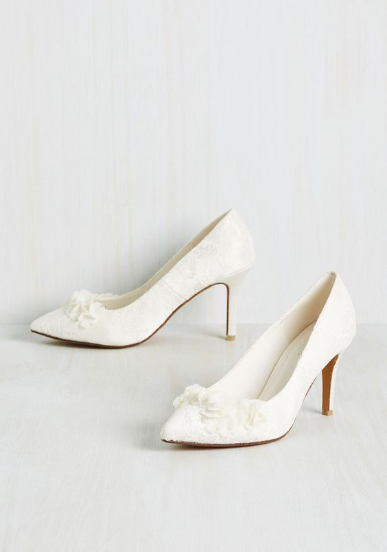 Retro style lace bridal heels