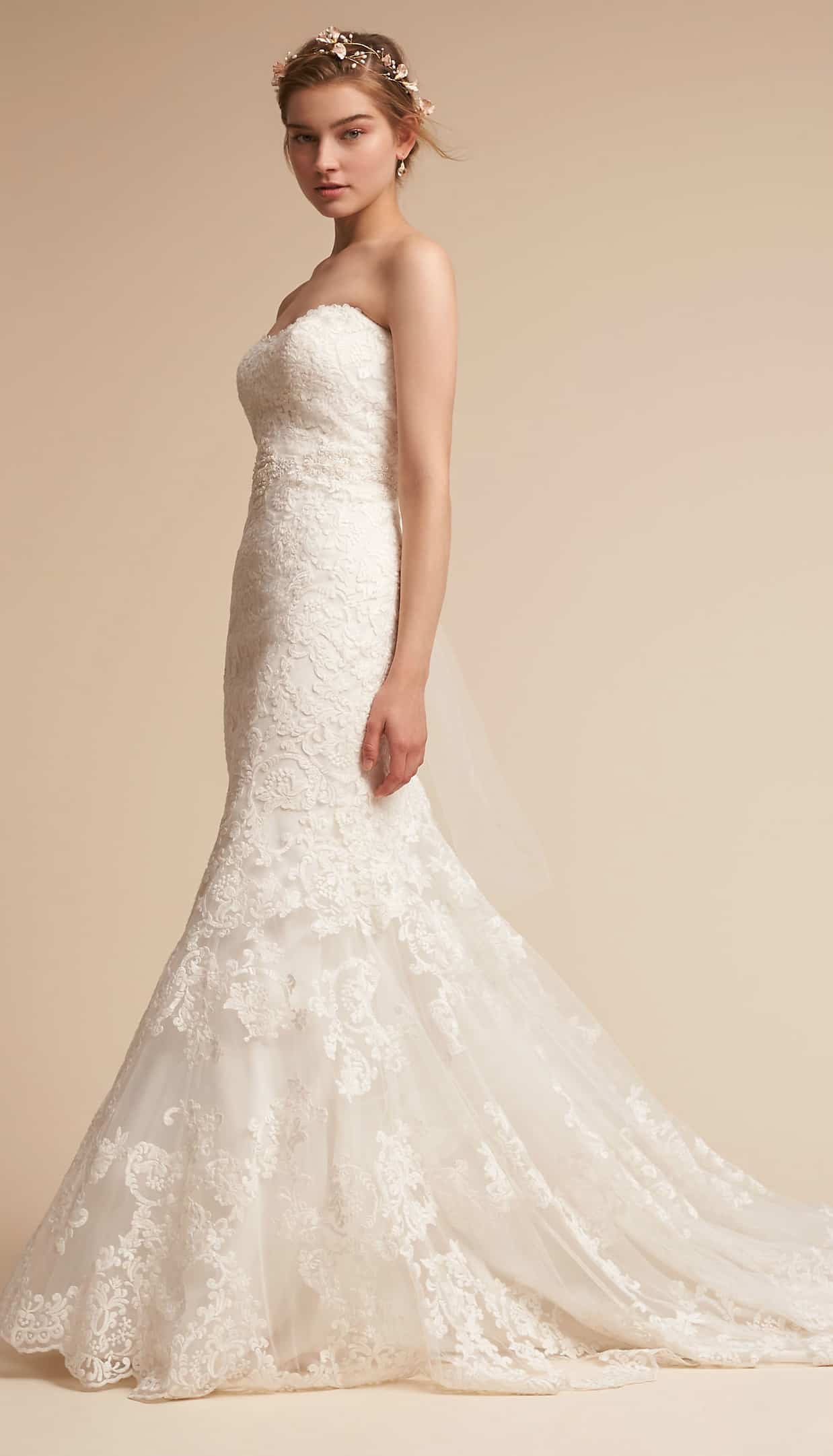 Fitted strapless lace wedding dress with long train for Strapless wedding dresses with long trains