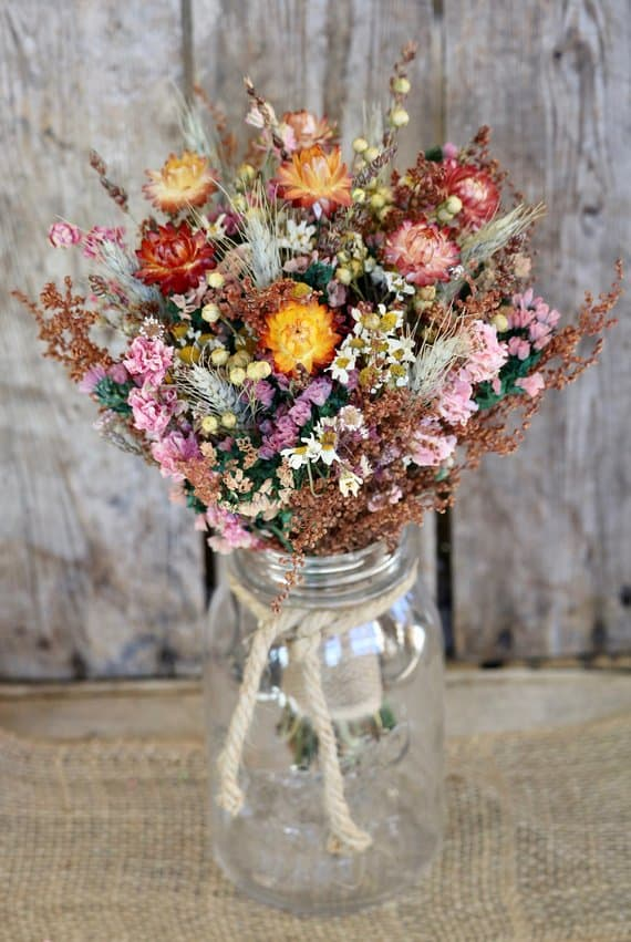dried flowers for a fall wedding
