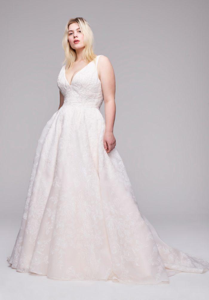 Plus size V neck bridal gown Lupita