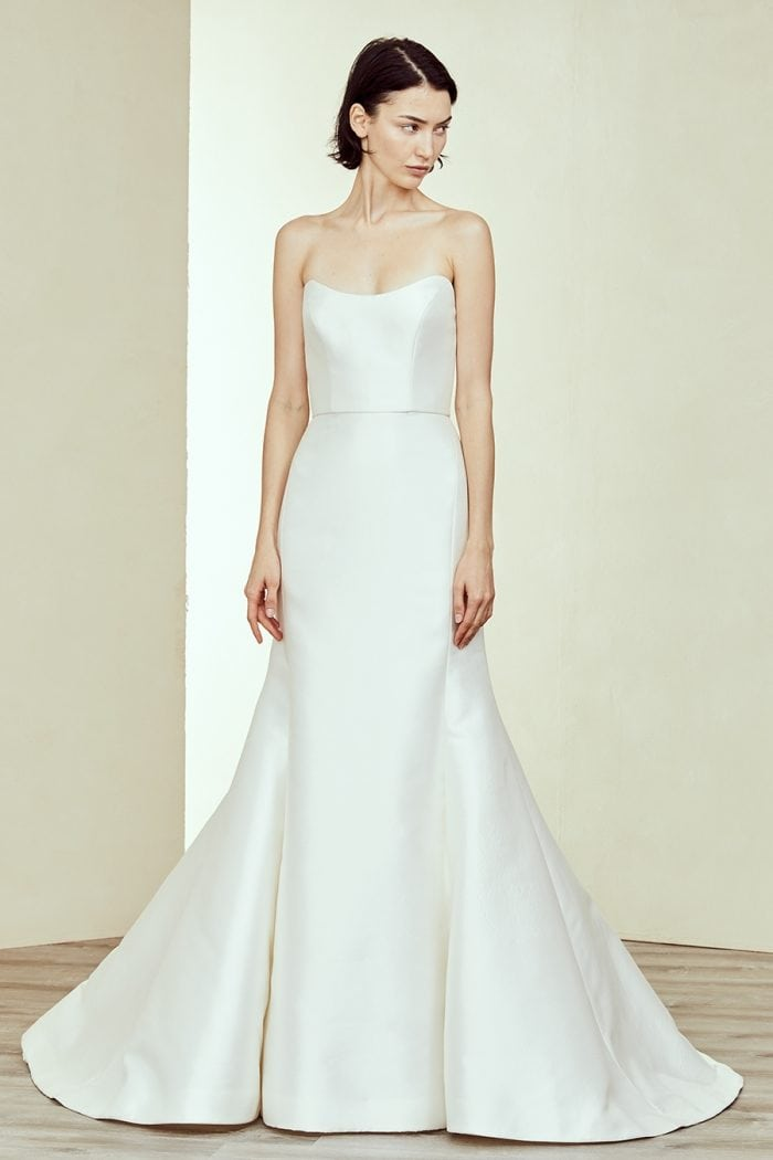 Strapless U neck wedding gown