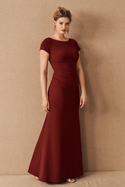 Long burgundy dress with short sleeves