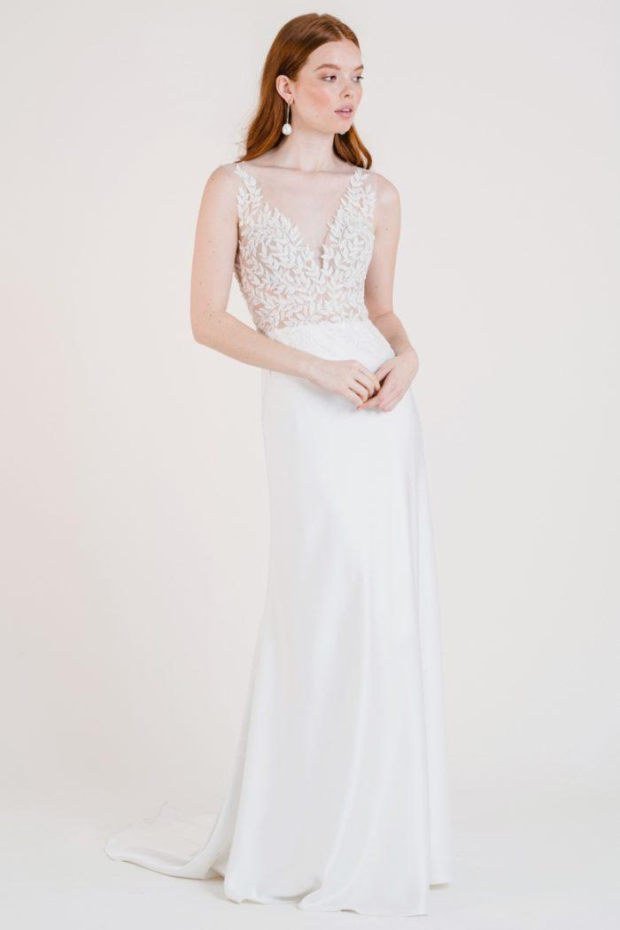 Lace bodice v neck fitted wedding dress