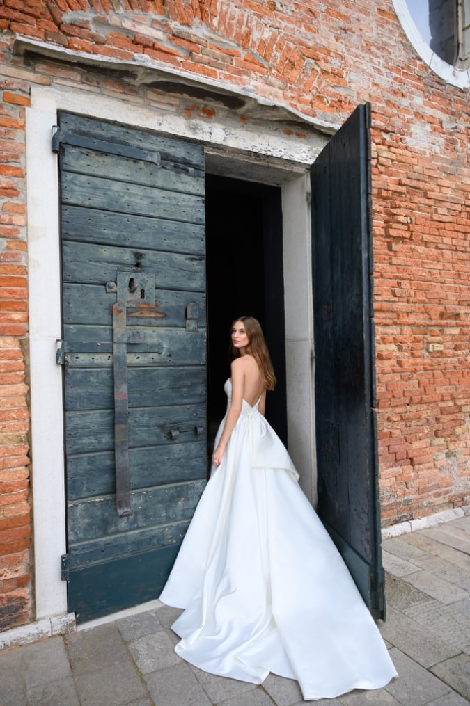 Strapless ball gown bow back