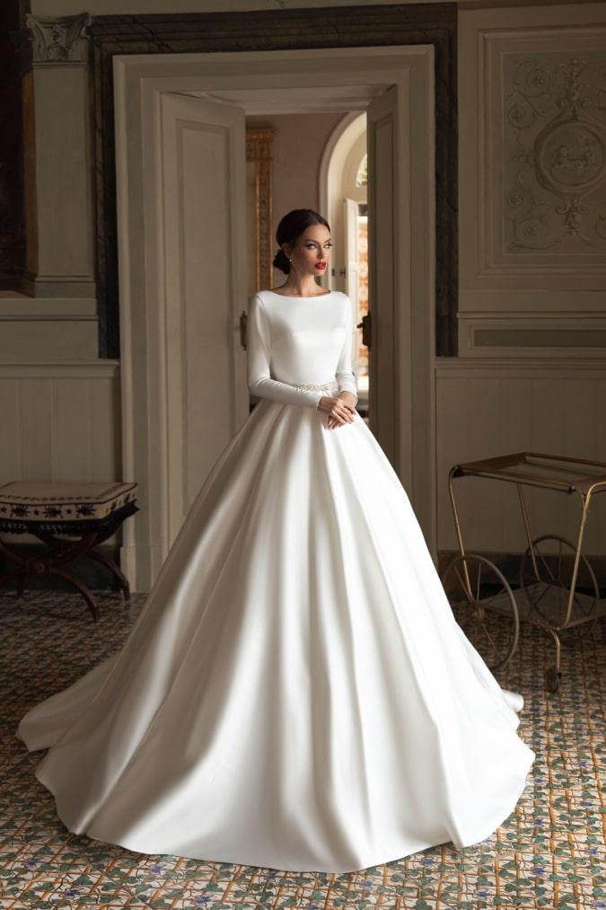 Long sleeve ivory wedding dress