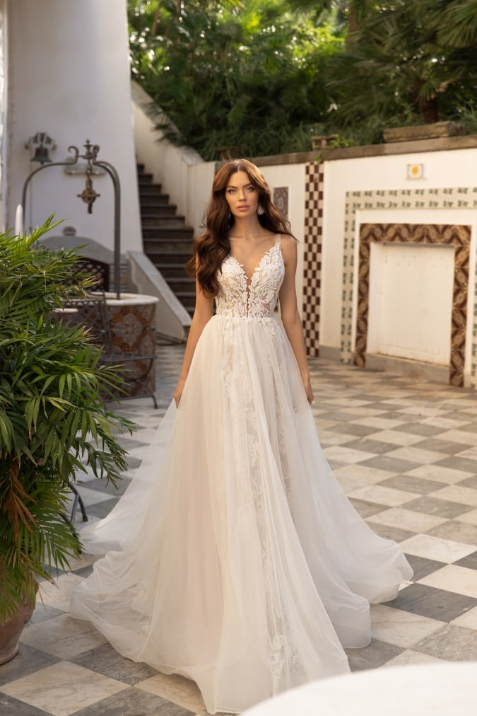 Floroal lace wedding dress with no sleeves